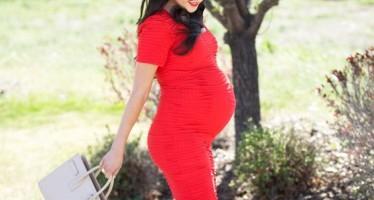 Ideas de outfit con vestido para embarazadas