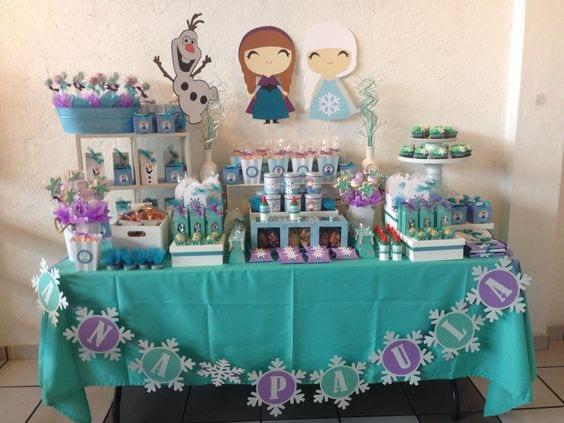 Decoracion de mesa de postres frozen 7 curso de for Como decorar mesa de postres para baby shower