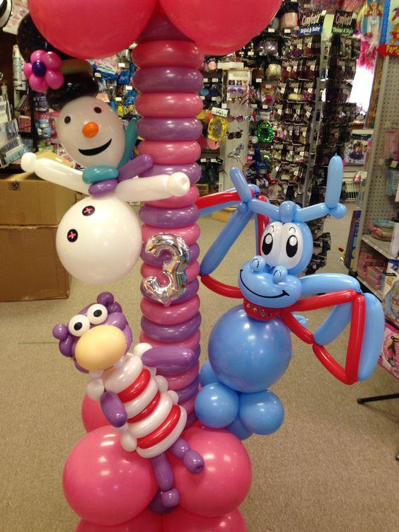 Pilares con globo para cumpleaños de la Doctora Juguetes