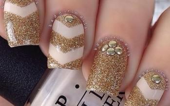 Uñas decoradas color dorado