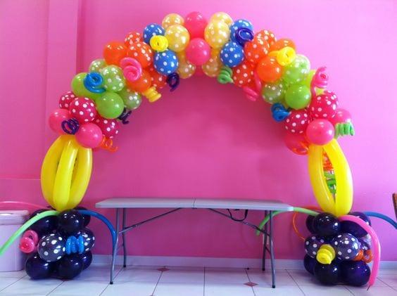 Adornos de globos para fiestas baby shower ideas for Decoracion de globos para fiestas infantiles paso a paso