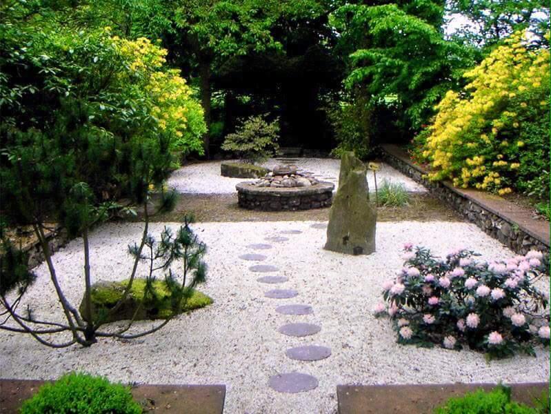 Jardin con piedras jardines con piedras en senderos piedras decorativas decoracion jardin for Jardines con piedras fotos