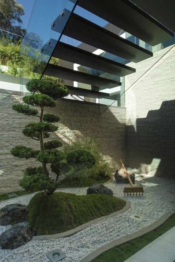 Jardines interiores bajo escaleras 22 curso de for Jardines pequenos bajo escaleras
