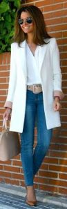 outfits con jeans para mujeres maduras