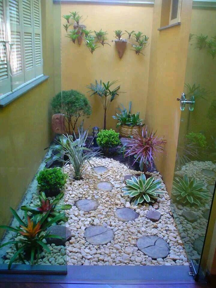 Ideas de jardines y patios interiores 11 curso de for Jardines pequenos en interiores