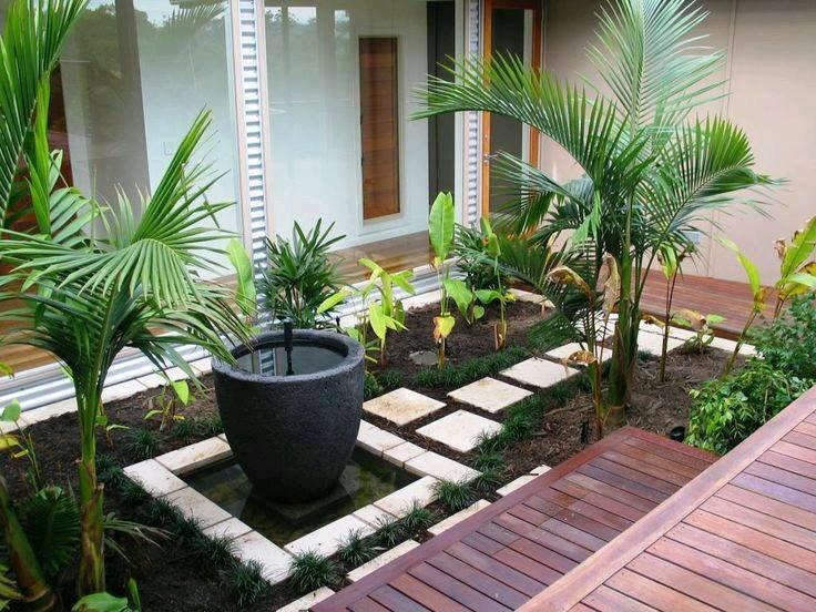 Ideas de jardines y patios interiores curso de for Muebles para patios interiores