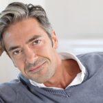 moda en cortes de cabello para hombres maduros con estilo natural de lado 2018