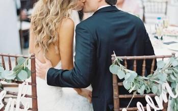 Como decorar las sillas de los novios – bodas