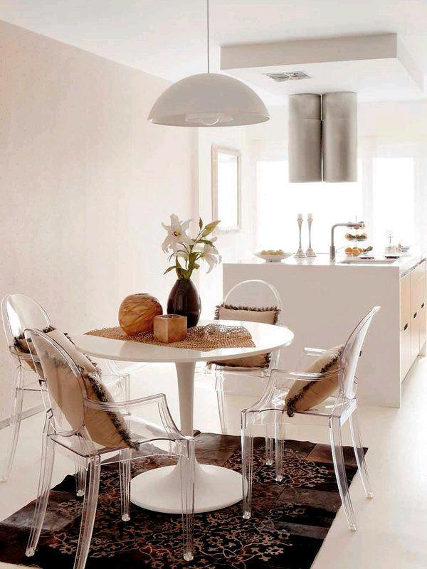 Como usar sillas de acrilico transparente en tu hogar 17 for Sillas de acrilico