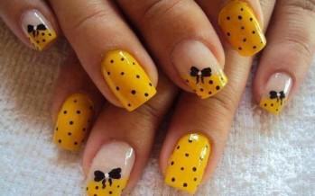 Decoracion de uñas con lunares