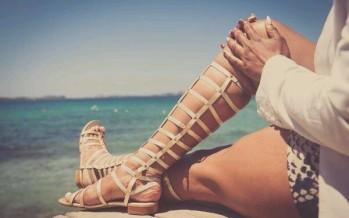 Outfits con sandalias estilo griego