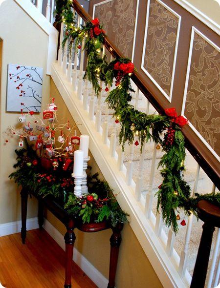 Ideas para decorar las escaleras esta navidad 2016 2017 15 curso de organizacion del hogar y - Decorar escaleras interiores ...