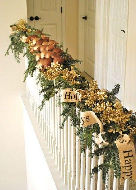 Ideas para decorar las escaleras esta navidad 2016 2017 5 for Decorar rincones de escaleras
