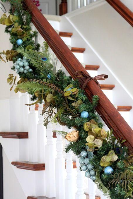 Ideas para decorar las escaleras esta navidad 2016 2017 for Decorar rincones de escaleras