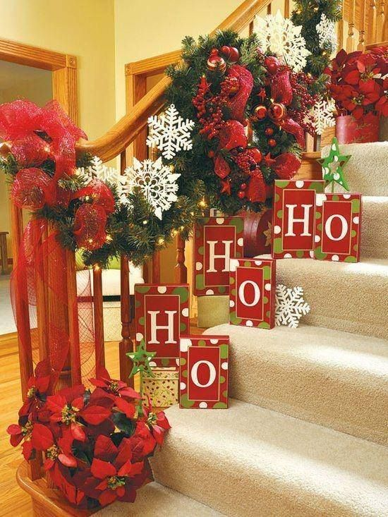 Ideas para decorar las escaleras esta navidad 2016 2017 9 for Decoracion de gradas internas