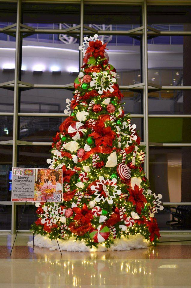 Ver arboles de navidad decorados simple salones decorados for Buscar adornos de navidad