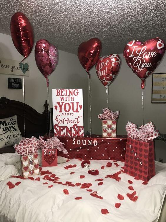 como decorar la recamara con globos para el 14 de febrero