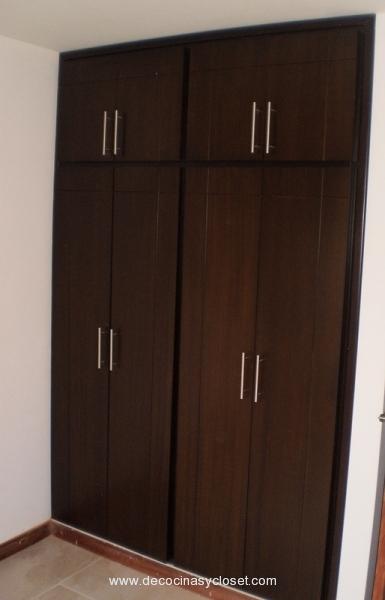 19 ideas de closets de madera para que te los haga el for Closet de madera para dormitorios pequenos