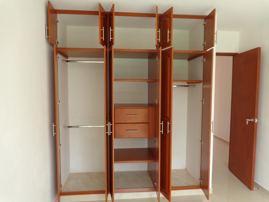 19 ideas de closets de madera para que te los haga el