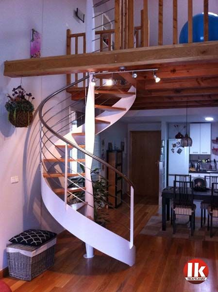 26 escaleras de caracol para casas pequenas 12 curso for Casas con escalera caracol