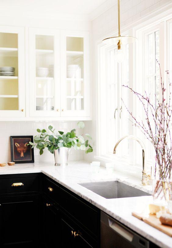 32-ideas-para-decorar-cocinas-en-blanco-y-negro-con-detalles-dorados (15)