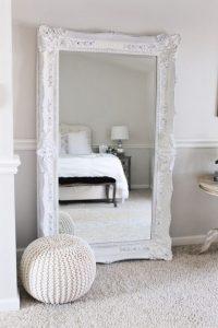 30 Ideas para que tu cuarto se vea más chic con un espejo