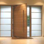 30 puertas de madera que harán lucir la entrada de tu casa al máximo