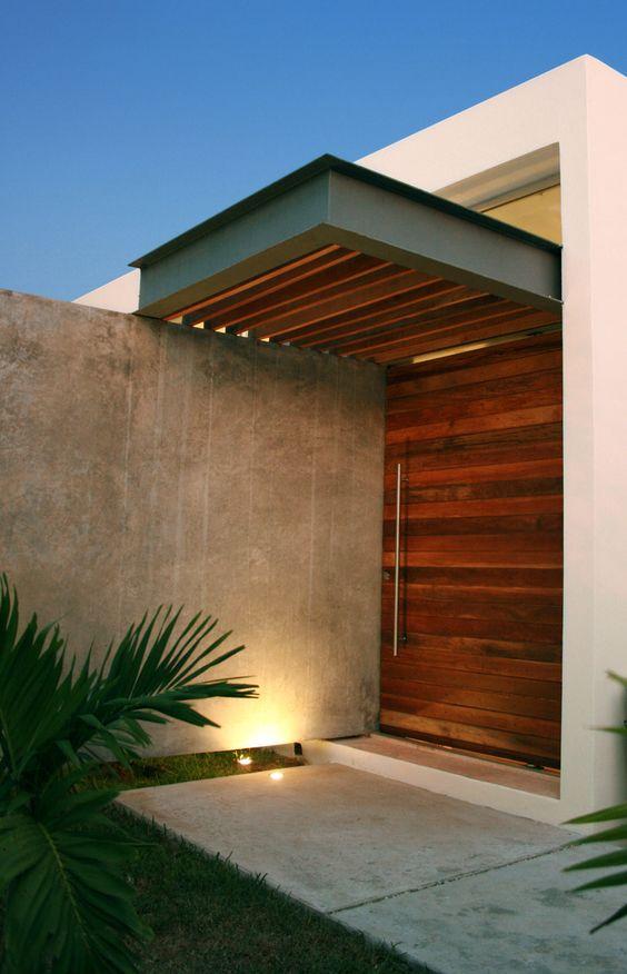 30 puertas de madera que haran lucir la entrada de tu casa for Puertas de entrada de casa de madera