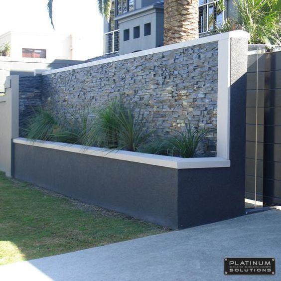 Barda de concreto con detalles en piedra 2018