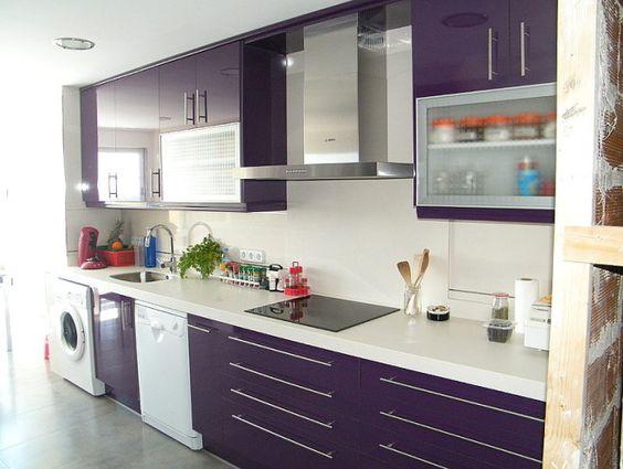 Cocinas color morado 23 curso de organizacion del for Cocinas modernas moradas