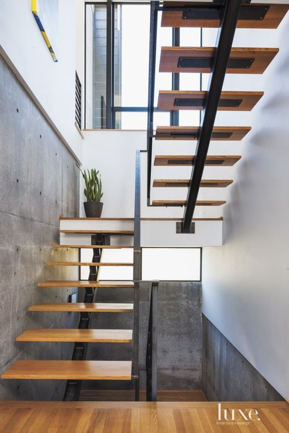 Ideas de escaleras para casas grandes y pequenas 12 for Pequena escalera de madera exterior