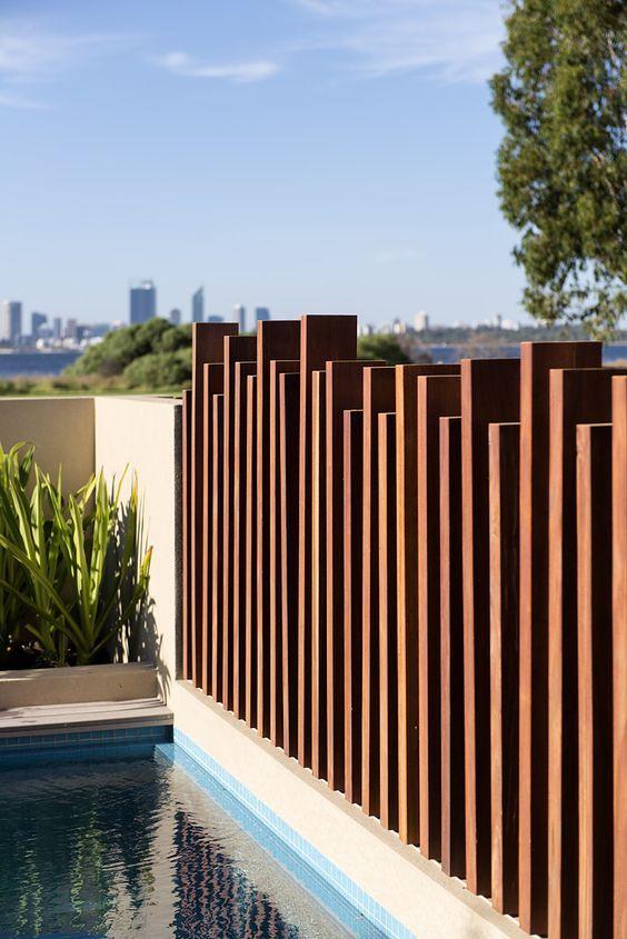 Tipos de bardas para casas for Pool fence screening ideas