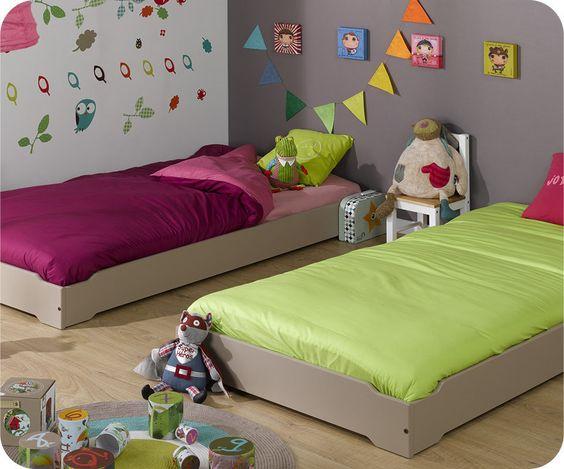 camas montesori. Black Bedroom Furniture Sets. Home Design Ideas