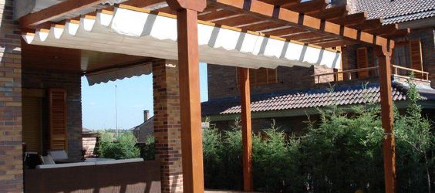 Ideas de pergolas y techos para tu patio for Fotos de techos para patios