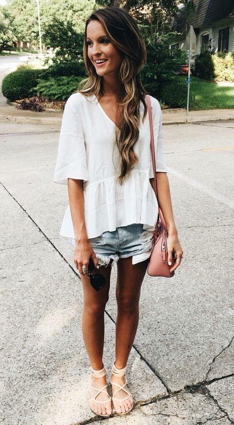 Looks para copiar este verano con blusas blancas