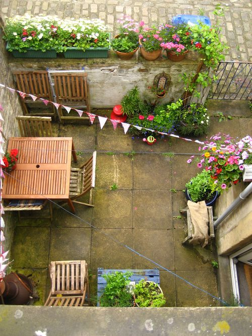 Como decorar un patio trasero moderno ideas para el jard n - Como hacer un jardin bonito y barato ...