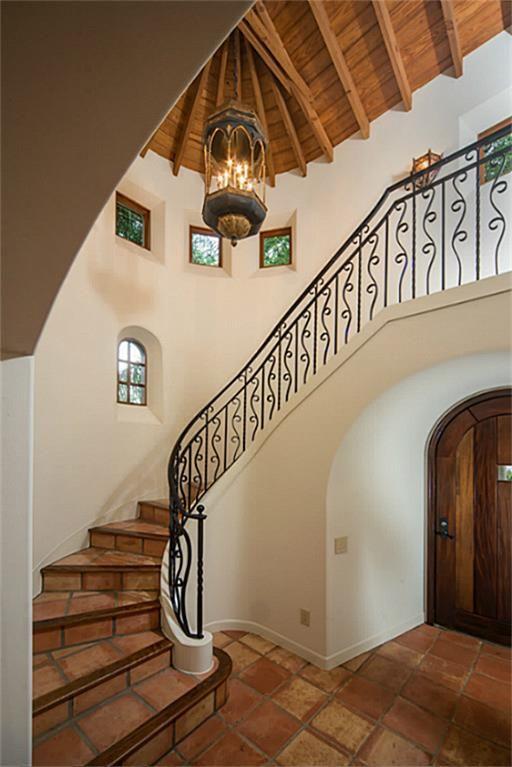 Decoracion de escaleras estilo mexicano