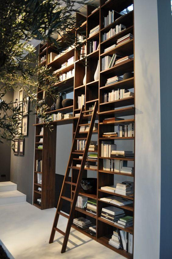 Utiliza libreros como muros