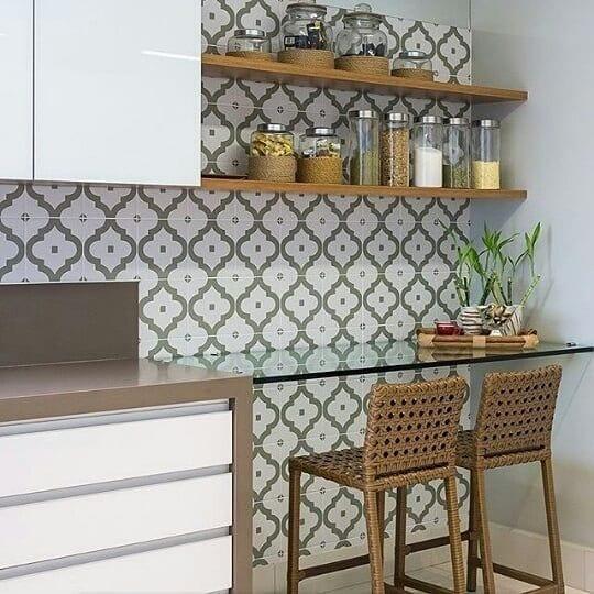 Aprovecha una pared en tu cocina