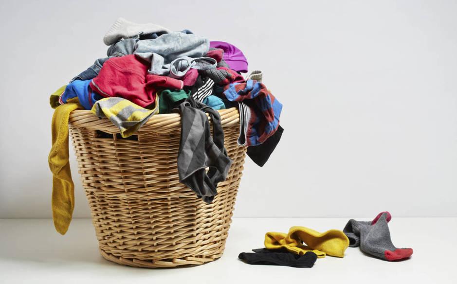 Como eliminar el mal olor del cesto de la ropa sucia
