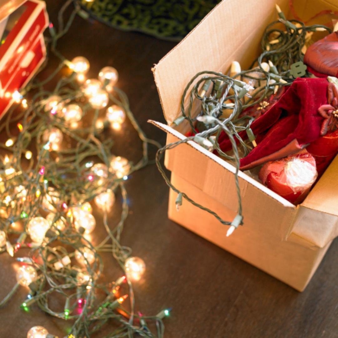 ¿Cómo guardar las guirnaldas y las luces navideñas?