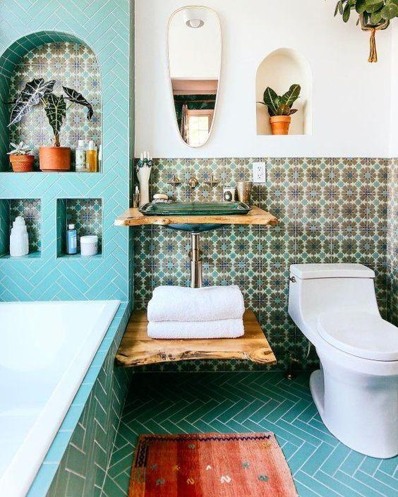 Decoración de baños pequeños mezclando estilos