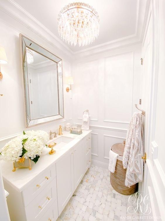Decoración de baños pequeños y modernos en color blanco