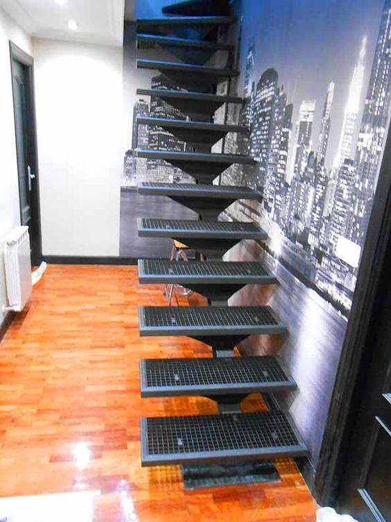 Escaleras de herrer a para interiores escaleras de for Tipos de disenos de interiores de casas