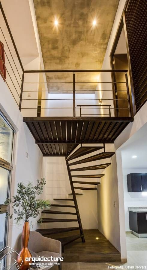 Escaleras de herrer a para interiores escaleras de for Escalera 5 pasos afuera