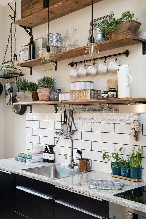 Formas de añadir estanterías a tu cocina