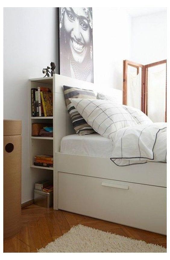 Ideas para aprovechar el espacio detrás de tu cama