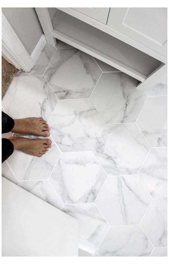 Tipos de suelo para baños pequeños y modernos