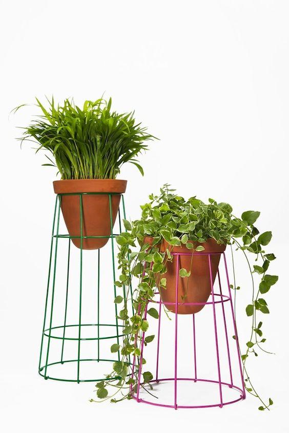 Huerto en casa con maceteros reciclados pequenos y for Decoracion y organizacion del hogar