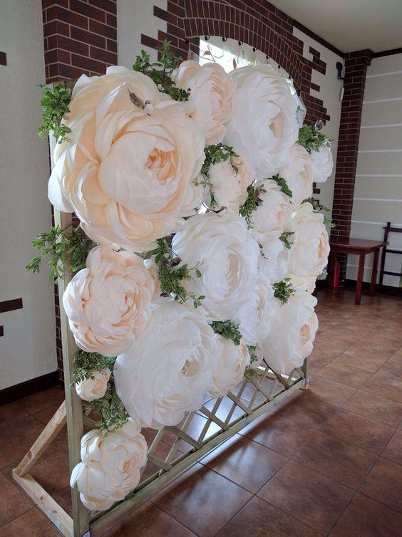 Ideas para decorar con flores de papel curso de - Decorar pared con papel ...